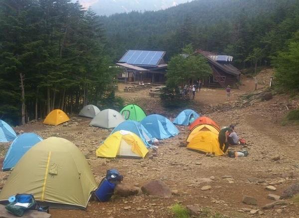 行者小屋のテント場
