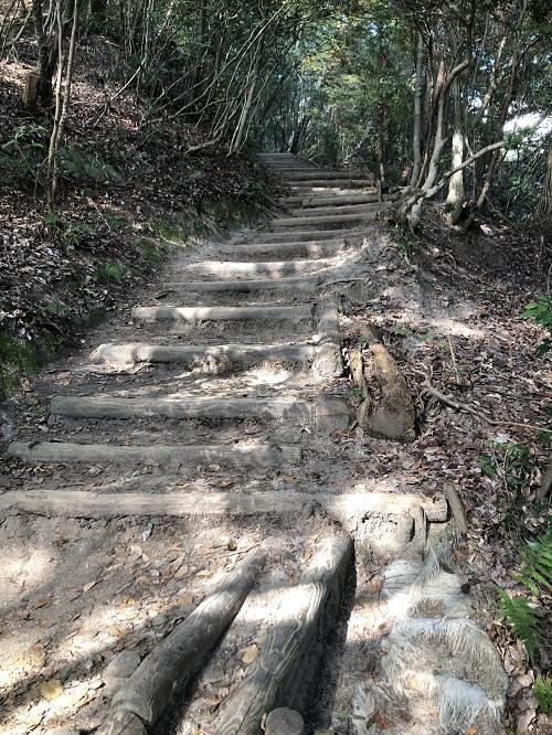 猿投山の階段