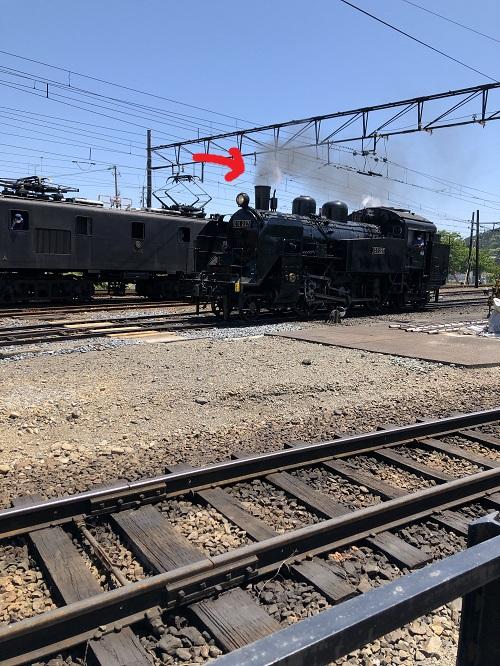 汽車が煙を吹くところ